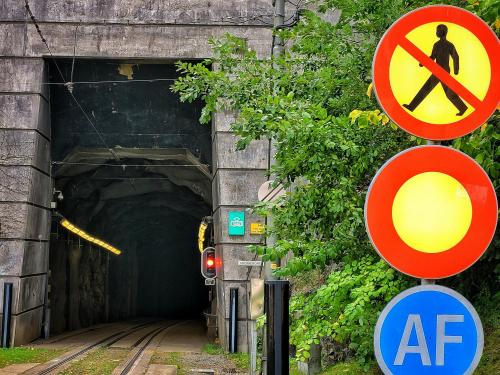 29-Stoppljus-i-tunneln